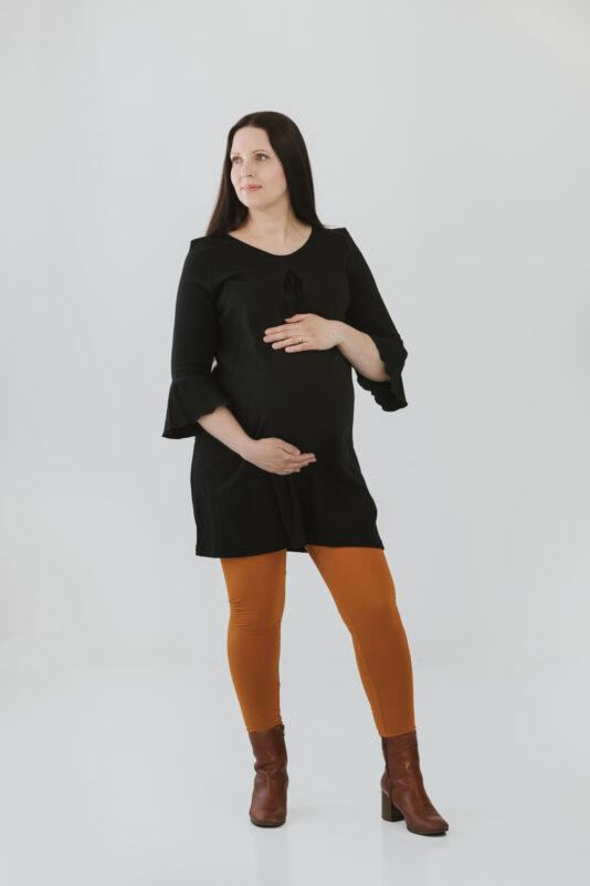 Musta raskausmekko