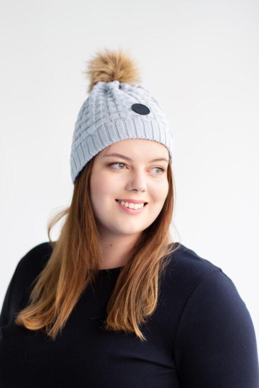 Merino wool beanie with fake fur pom-pom bluish grey women