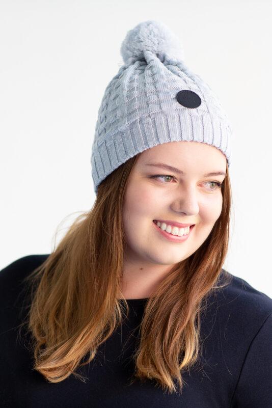 Merino wool beanie with pom-pom bluish grey women