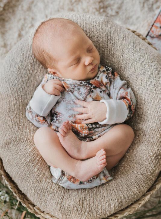 vauvan kietaisubody bambit lehtisateessa malva
