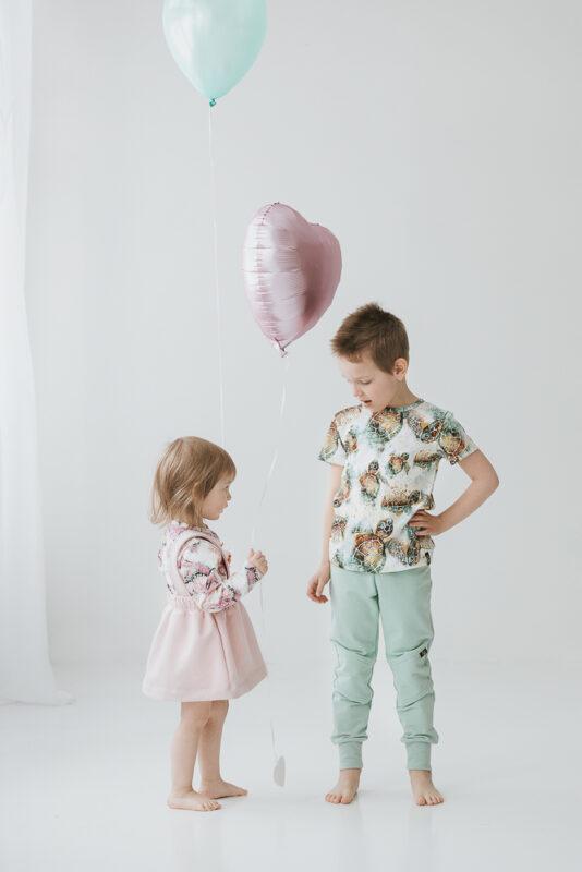 Lasten perhonen kuosilla paita